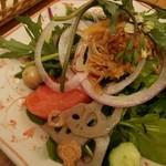 87833845 -  蓮の実サラダ パクチなど色々な野菜が入っています