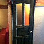 ルチェンテ - 何も書いてませんが、これがトイレのドアです