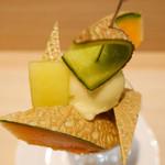 京橋千疋屋 - マスクメロンと赤肉メロンのパフェ