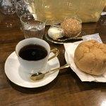 蔦珈琲店 - シュークリームのドリンクセットで950円