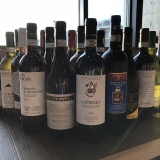 ワインを気軽に楽しめるよう、全て1杯からご注文いただけます