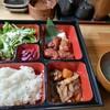牛タン居酒屋 ここや - 料理写真:日替わり 500円 今日は、唐揚げと牛煮込み