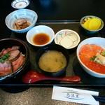 悠流里 - 「村上牛炙り丼・鮭親子丼セット」