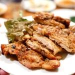 87848910 - 【コース】ケイジャンチキン  柔らかでジューシーなお肉。味付けは結構辛め