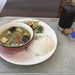 アクシオカフェ - 料理写真:グリーンカレー