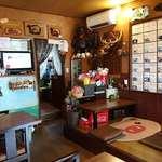 はまなす - 北海道料理の店 はまなす @中葛西 北海道の飾り物が多い照明暗めな店内