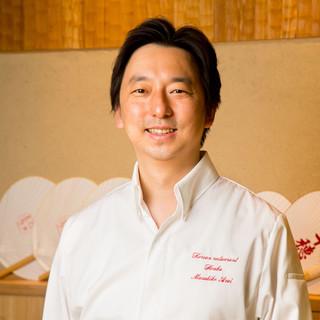 新井正彦氏(アライマサヒコ)─新しい感性で昇華させた韓国料理