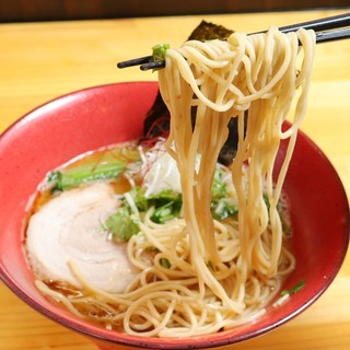 菅野製麺の特注麺を使用