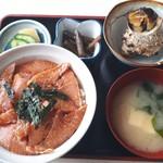まるよし食堂 - カマ漬け丼1300円+つぼ焼き650円