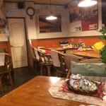 トニーズピザ - 店内は昔の喫茶店のよう。
