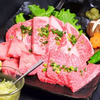 A5ランクの厳選肉もお手頃価格で味わえる、肉屋直営の焼肉店!