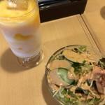 シータラ - サラダドリンクセット、今日も好きなマンゴーラッシー!
