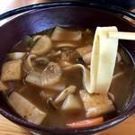 里山亭 - 麺もご主人の手打ちで、コシがありモチモチ!