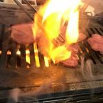 87869031 - 牛タンって炎が上がる食べ物なの!?
