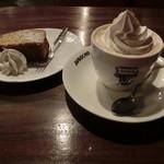 ラドリオ - ウインナーコーヒー480円、紅茶ケーキ290円