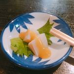 丸忠かまぼこ店 - お通しのホタテ酢味噌がけ