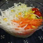 ヤオコー - 3分の2日分の彩りサラダ 198円が10%引き178円