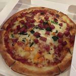 87877426 - ソフトサラミソーセージのピザ