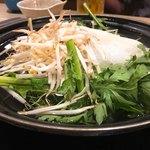 北海しゃぶしゃぶ - 鍋に野菜を投入