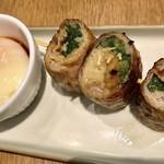 博多野菜巻き串 餃子 きじょうもん - すき焼き巻き温玉添え¥390(外税)