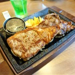 87879759 - 熟成赤身ステーキ食べ比べ ログ&サーロイン レギュラー 3,023円