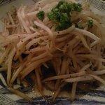 ハーツカフェ - サイコロステーキの油で炒めたモヤシ