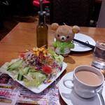 Cafe&kitchen オリエンタルSAPANA - 夜イートイン。セットの選べるドリンク、ドレッシング選べるサラダ。