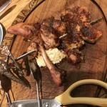 87880979 - チョキチョキするお肉。美味しい。