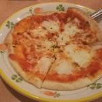 サイゼリヤ - バッファローモツァレラのピザ