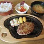 びっくりドンキー - 料理写真:レギュラーバーグステーキセット(2018/06/13撮影)
