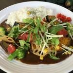 萠茶 - 期間限定 野菜山盛りカレー スープ付1000円