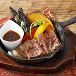 ビーフステーキと夏野菜 花椒のタレ