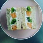 87895056 - グラハム食パンで自家製フルーツサンド!!白桃は失敗したのでお蔵入り(^^;)