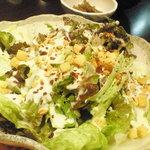 喰いしん坊太郎 - シーザーサラダにんにくチップ、いけてる。