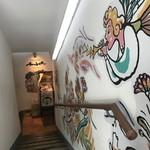 アンバー - お店入り口への階段