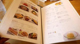 すずや - 料理ができあがるまでの間にメニュー表を見てみると、各種一品料理、おつまみ、揚げ物、ドリンク、デザート