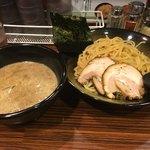 麺食い 慎太郎 - 濃厚魚介豚骨つけ麺(¥890)+大盛(¥60)+チャーシュートッピング(¥0)