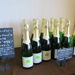 八剣山ワイナリー - ドリンク写真:スパークリングワイン白の棚