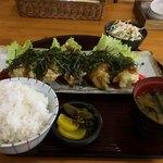 ひさし - 料理写真:オホッ!すごくボリュームですな とり天定食750円 むしろちょい多いね(・_・;
