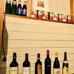 裏路地バル DL55 - ワインやトマト缶がいっぱい✨