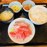 和鮮 しんま - 三点盛合せ丼(700円)
