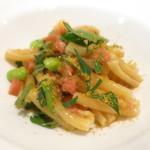 87912970 - 枝豆とサーモン トマトのカサレッチ イタリアンパセリ カラスミ掛け