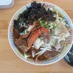 麺屋十郎兵衛 - 今週の限定「渡り蟹と背脂の味噌拉麺」(右の黒い皿は蟹の殻入れ)(2018年6月20日)