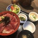 三代目網元 魚鮮水産 - 鮪丼セット