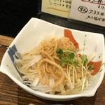 手打そば 一の梅 - ◆大根サラダ・・揚げた蕎麦が盛られています。ドレッシングはさっぱりタイプ