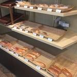 カフェミンク - 店頭のパン