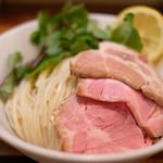 87926017 - オマール海老トマトつけ麺(全部入り) 1180円 のつけ麺