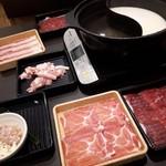 しゃぶ葉 - 料理写真:牛&三元豚食べ放題コース(1999円)