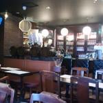 洋食バル 横浜ブギ - カウンターの様子(ピンぼけしてますが)