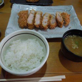 キッチン美味小家 - 料理写真:一番ボリュームがあるらしい「高座豚厚切りロースかつ定食」